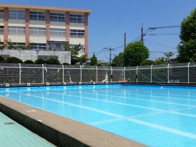 大阪で防水塗装をお考えなら【株式会社ローレルカワハラ】へ~プールの塗装もお任せ~
